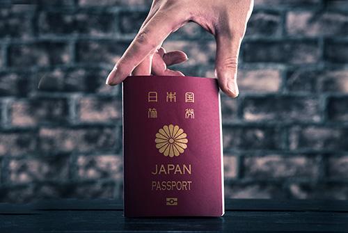 新しい「日本のパスポート」には北斎の浮世絵